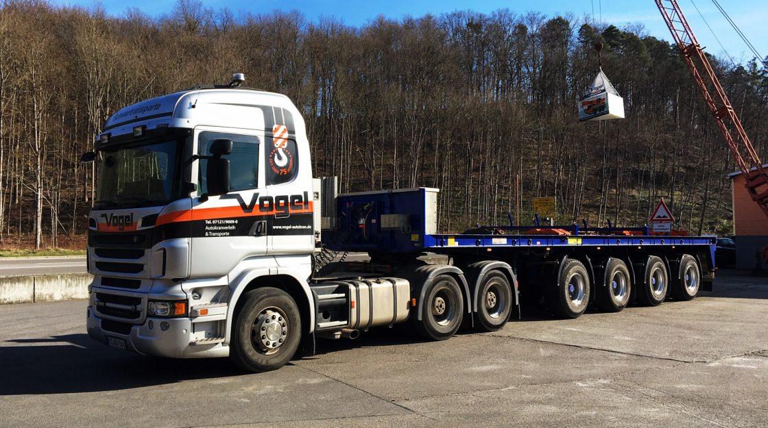 LKW Scania mit 4-Achs-Plattform