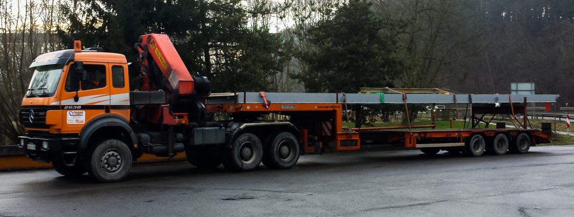 Palfinger Kranlastwagen mit Sattelzug